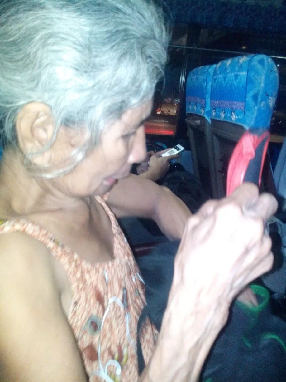 PHOTO: Old woman asks help to find his long lost son