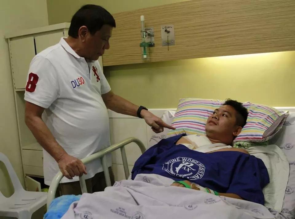 Duterte urges De Lima to resign, kill herself