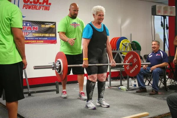 78-year-old lady goes viral after easily deadlifting 100kg