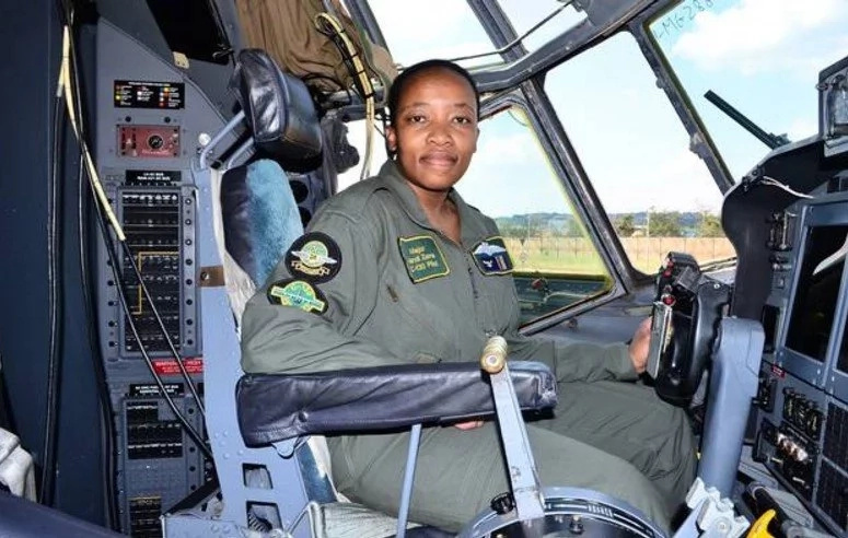 Meet first black woman who becomes commander of massive military cargo plane (photo)