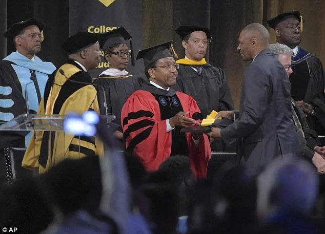 Father receives his son's degree after he was murdered 3 days to graduation