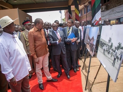 Uhuru and Ruto pitch camp in Western Kenya, inspecting and launching projects