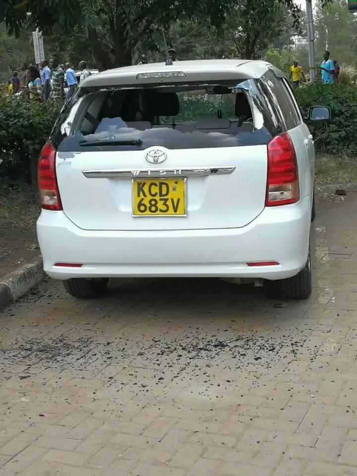 Rowdy anti-IEBC protesters loot a Nairobi restaurant (photos)