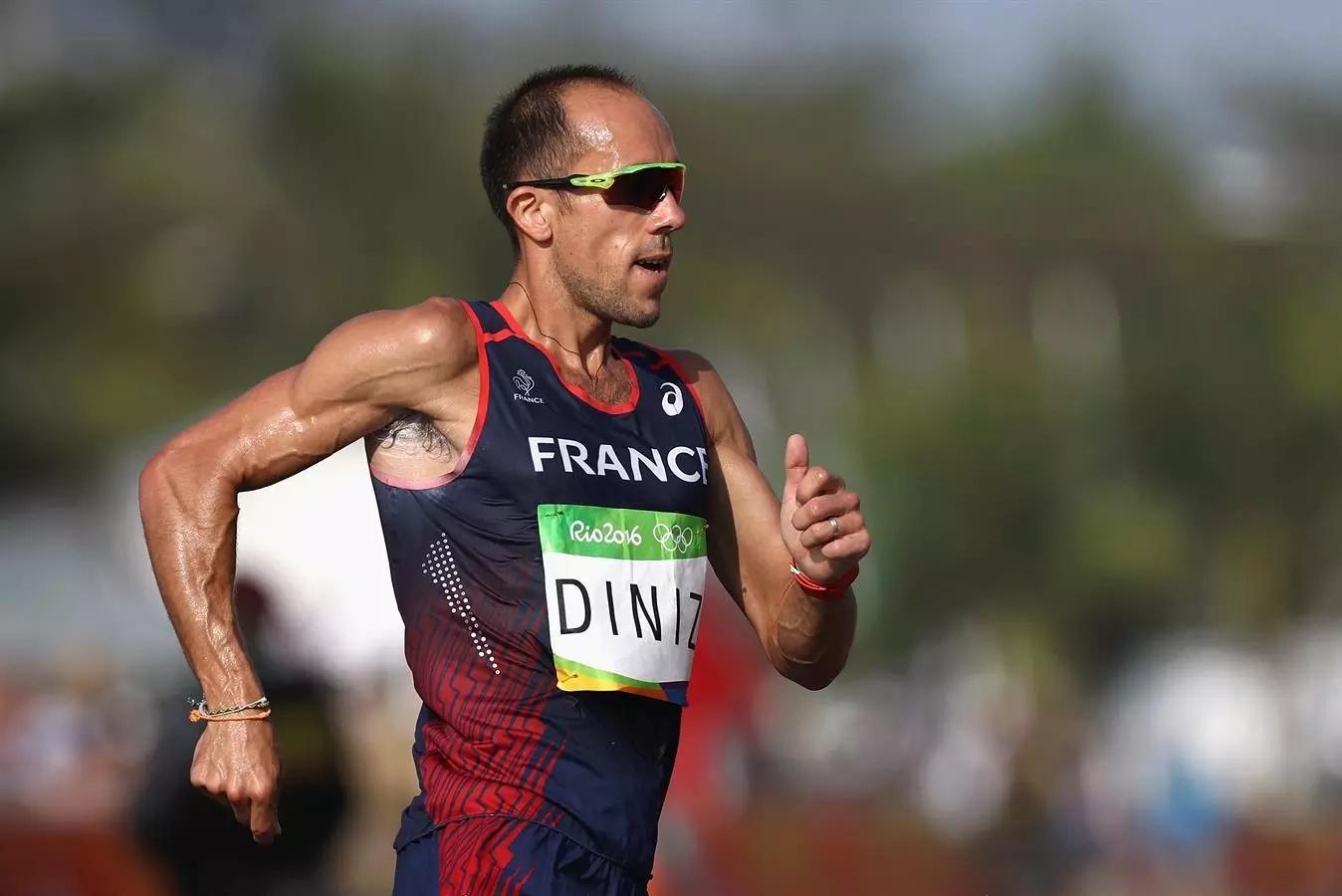 Atleta francés defecó en su short mientras marchaba