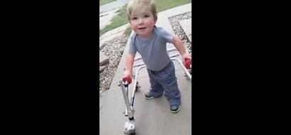 Niño no se rindió y comenzó a caminar después de cuatro cirugías de corazón abierto