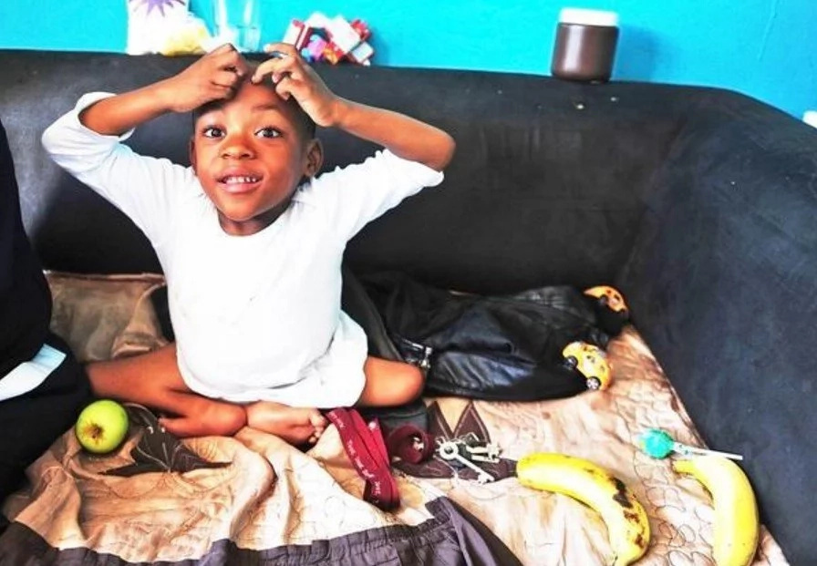 Meet 5-year-old boy with tiny non-functioning legs bathed in love after parent share his story (photos)