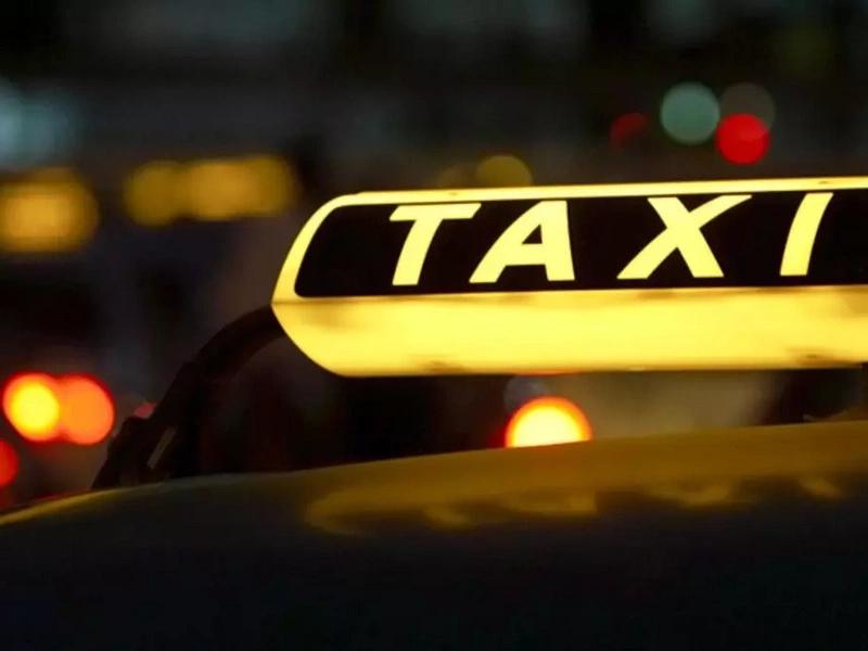 Taxista se masturbó al frente de una mujer y esto fue lo que le pasó