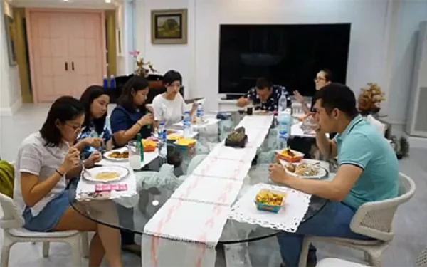 Kris Aquino holds impromptu housewarming party for new home, VP Leni Robredo and the Aquino siblings were among the attendees