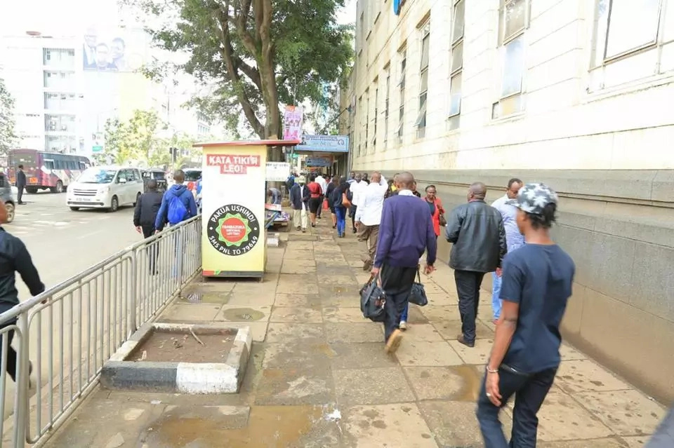 Sonko bows to pressure, cleans Nairobi and deal with the hawking nightmare