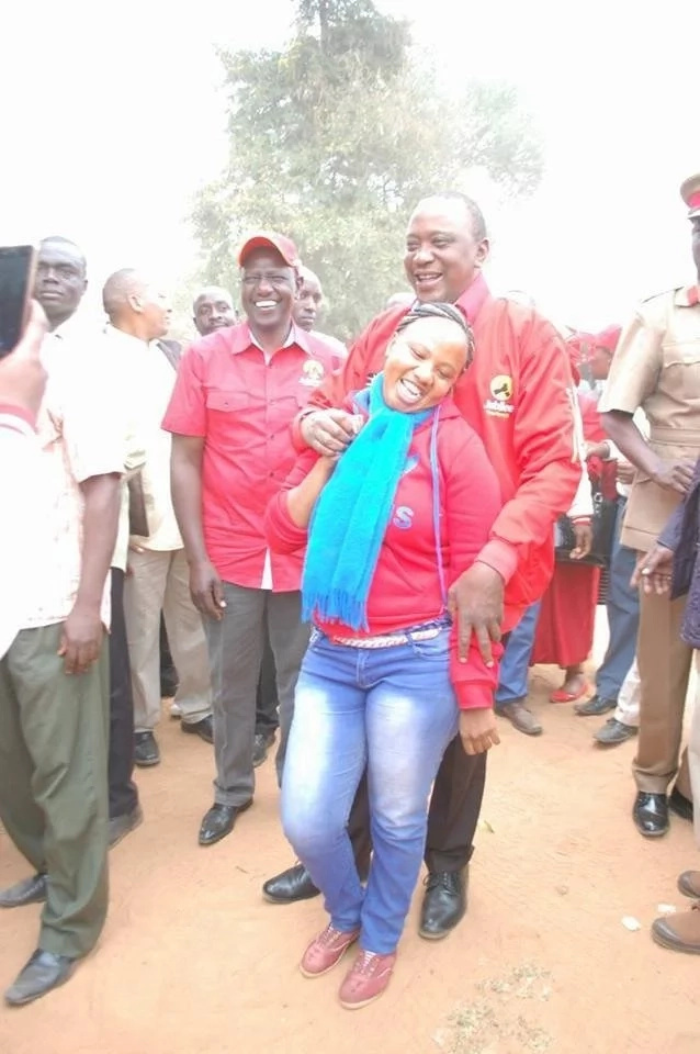Things politicians do for votes! Uhuru grabs a pretty lady and its lovely(photos)