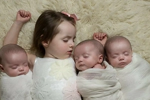 This woman gave birth a miracle triplets (photos)