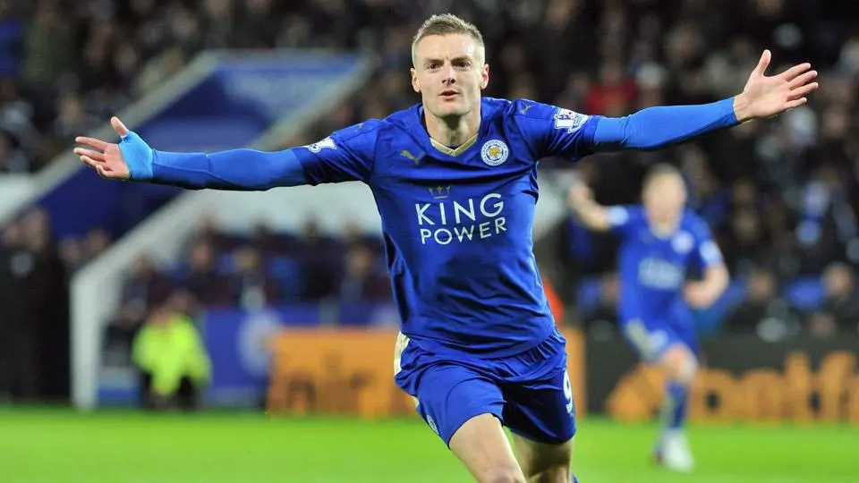 Jamie Vardy agrees new Leicester contract