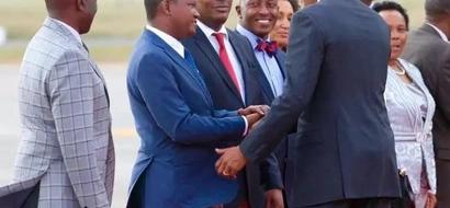 How Governor Mutua 'Gatecrashed' Barack Obama's Sendoff At JKIA