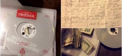 Este hombre escondió un regalo secreto dentro del DVD de un extraño y cuando la familia lo vieron, se quedaron sin palabras