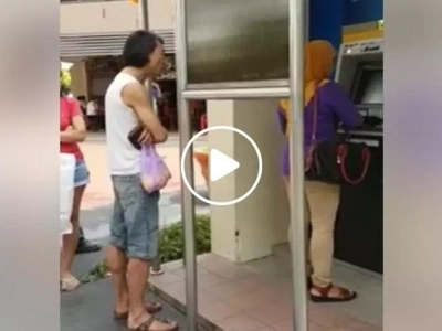 Impatient Chinese man shouts distasteful racist remarks at woman wearing hijab for taking too long in ATM outlet