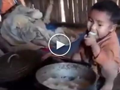 Nakaka-iyak na video! Kawawang Asian na bata na kumakain ng kaning walang ulam nag trending