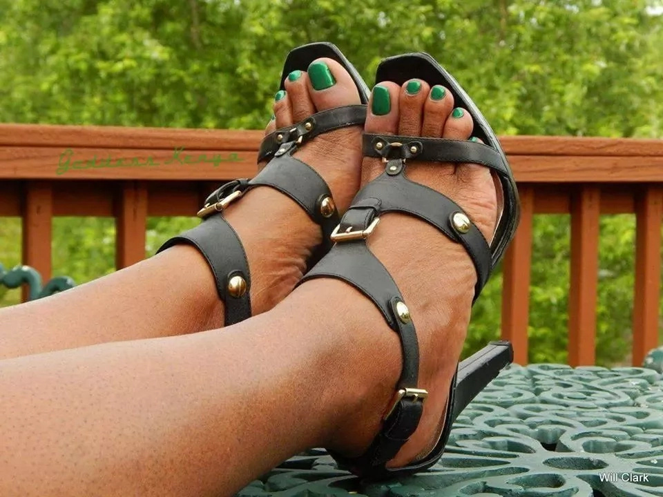 These Kenyans have gotten into a competition on who has the best feet and it is so weird (photos)