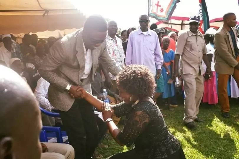 Kenyans divided over a viral photo of Gloria Muliro kneeling before Ababu Namwamba
