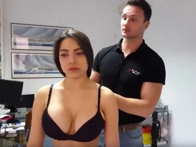 Every Guy On The Internet Wants This Guy's Profession After Seeing This Video