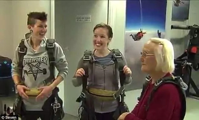 Grandmother jumps off plane to celebrate her 90th birthday in HEAVEN (photos)
