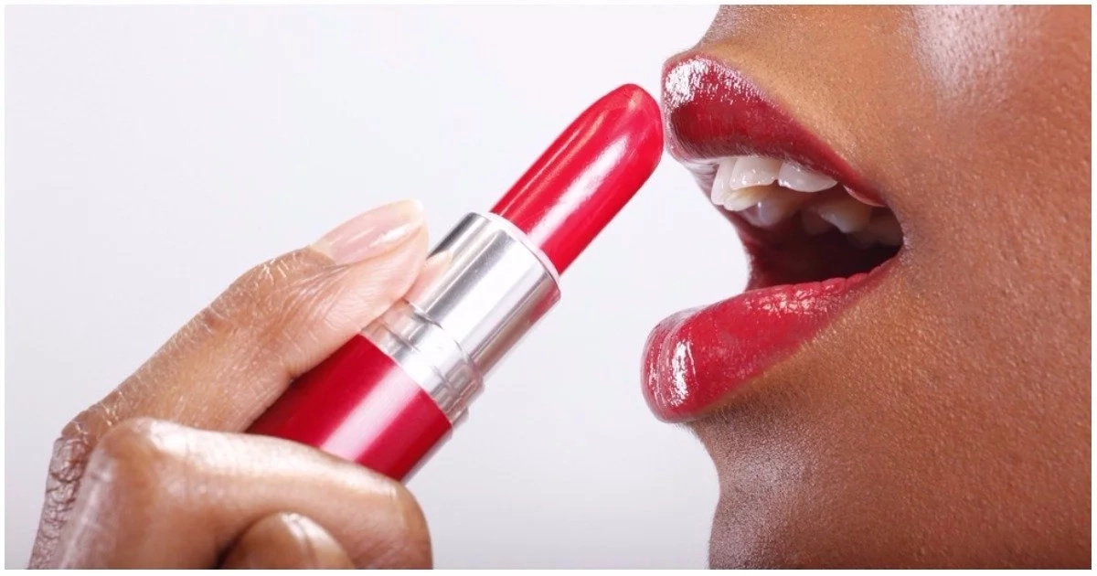 Woman sues cosmetics company after claiming she got herpes STD from using lipstick sample