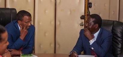 Photos: Raila confronts IEBC over voter registration kits