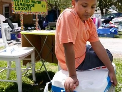 Niño de 9 años vendió limonada para pagar su propia adopción