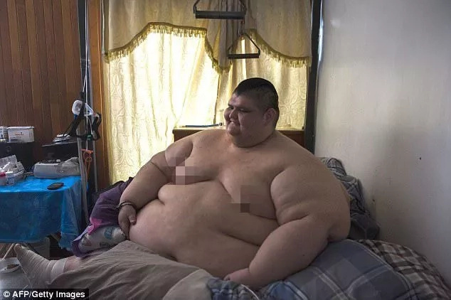 Meet world's heaviest man who weighs 595kg and has spent 6 YEARS confined to his bed (photos, video)