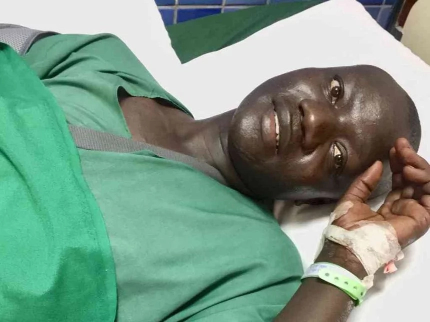 Police officer and businessman hospitalised after exchanging gunfire