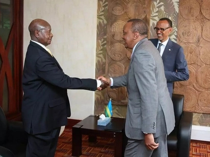 Uhuru could not hide his laughter after Museveni apologises over poor air conditioning