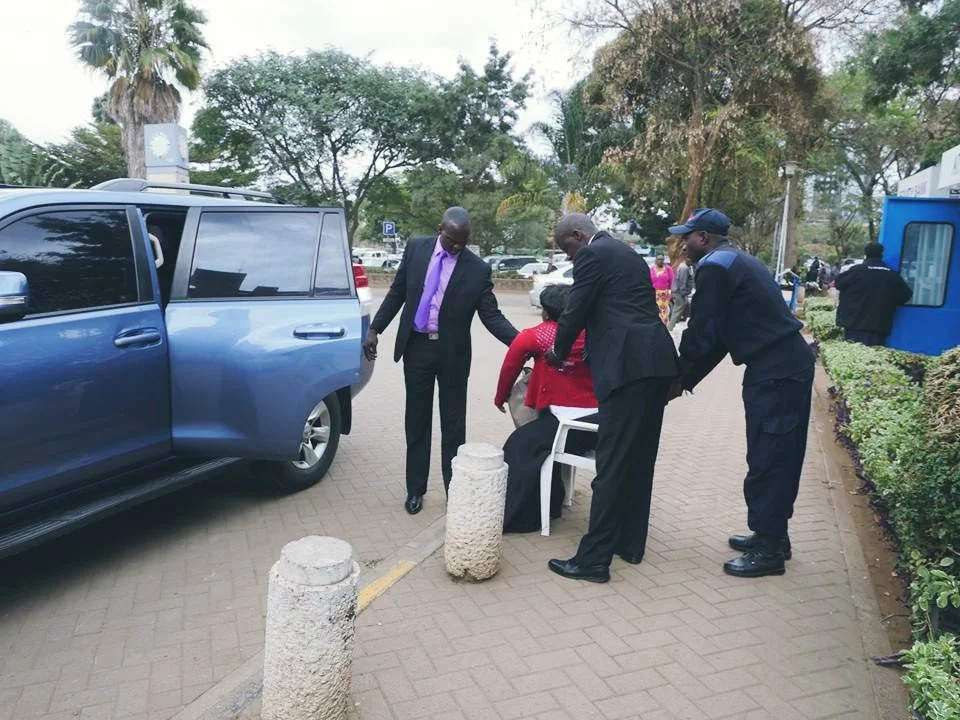CS Wily Bett stops his convoy to assist hit-and-run victim