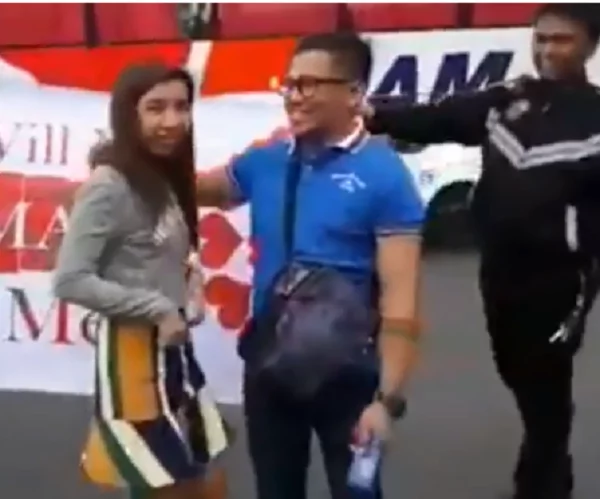 Nakakanerbyos ang proposal na ito! Video of Traffic enforcers who helped a motorist propose to his girlfriend 'extraordinarily' went viral