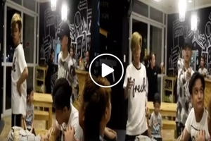 These two Internet sensations surprised customers of this cafe with their epic dance number!