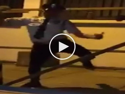 Malupet si manong guard! Netizens go crazy over groovy Pinoy security guard with awesome dance skills