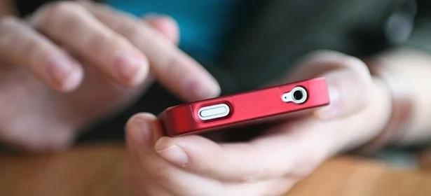 Stolen smartphone punishes thief