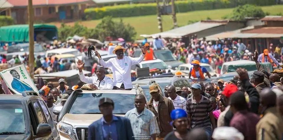 Raila returns to Homa Bay and 'destroys' everything Uhuru did days ago