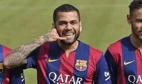 Dani Alves finally leaves Barcelona