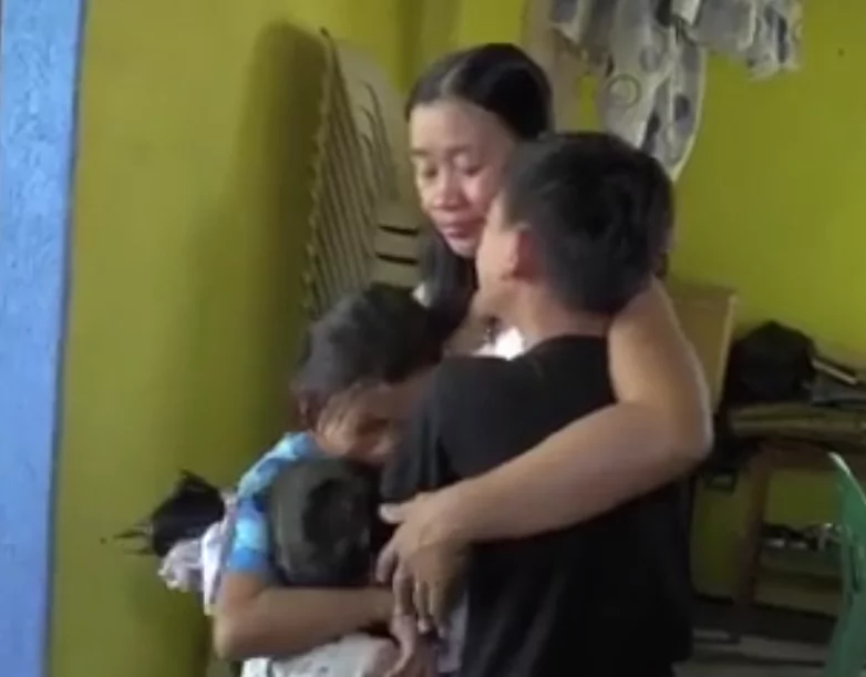 Makabagbag damdamin! Granny faints during an emotional farewell with grandchildren