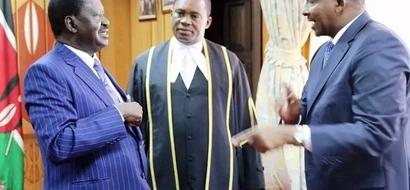 """Raila Odinga """"AMVUA"""" nguo Duale mchana kwa kutoa siri hii kuu"""
