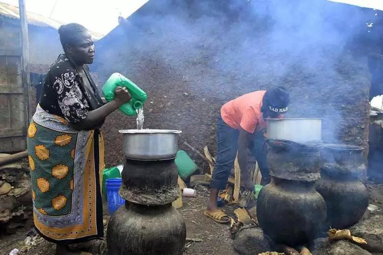 Raila amjibu William Ruto kuhusu ahadi ya kuhalalisha pombe haramu maarufu kama changáa