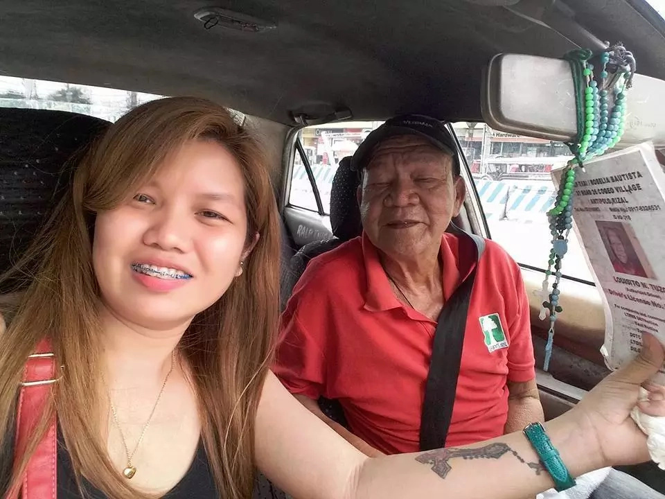 taxi-driver-receives-help