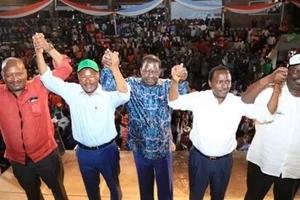 Raila ndiye anayeweza kumng'atua Rais Uhuru lakini hii ndiyo sababu HAPASWI kuwa mgombea urais wa NASA