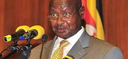 Photos of Museveni stopping by the roadside to make a call has Ugandans talking