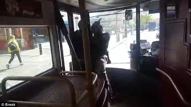Gutsy! Brave man TACKLES knife-wielding thug in bus (photos, video)