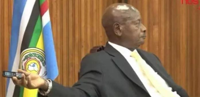 See the phone that Yoweri Museveni uses