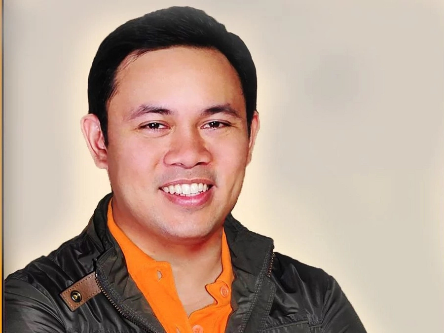 Villar accepts DPWH position