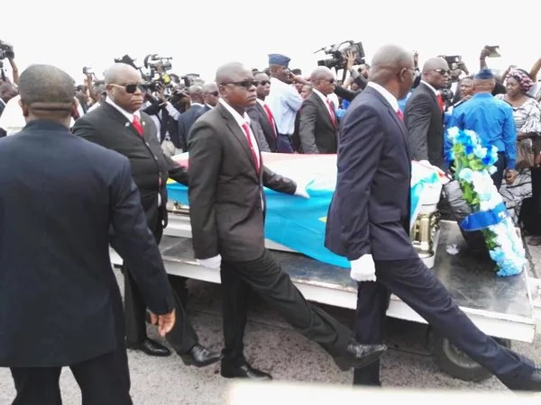 Photos: Tears flow as Papa Wemba's body arrives in DR Congo