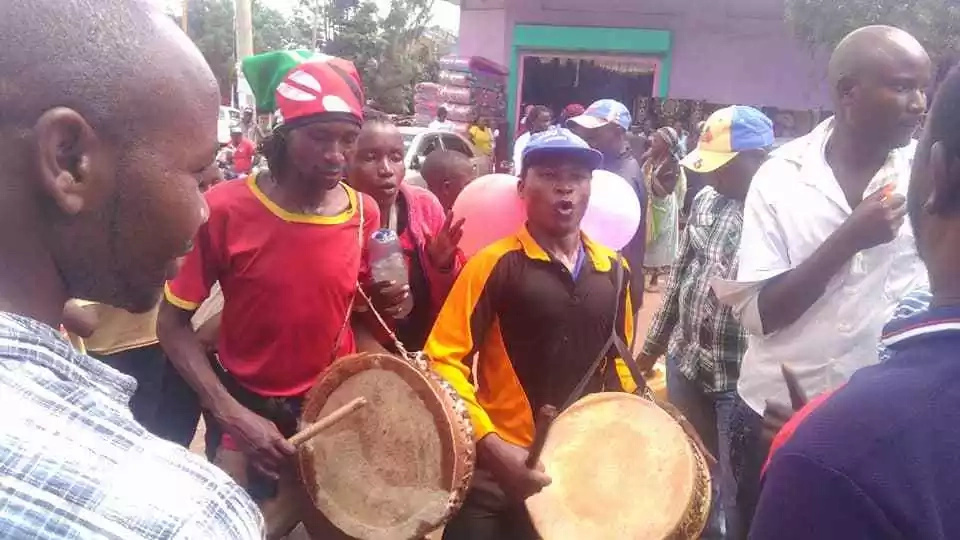 Jubilee supporters in Murang'a throw chapati street bash after Uhuru is sworn in