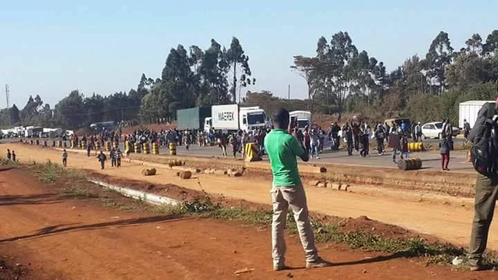 Traders block Nakuru-Naivasha road demanding compensation after truck was torched in Kitui over charcoal