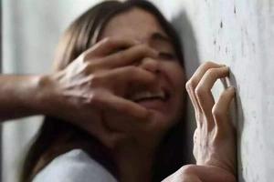Su madre no le creía así que ella grabó a su padre mientras la violaba